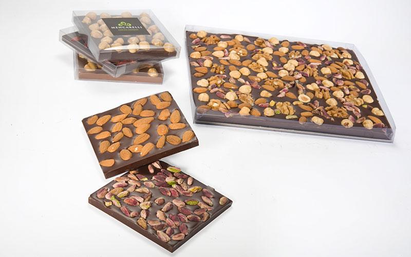 Tavolette di cioccolato con frutta secca